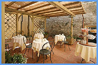 B&B Residence Santa Chiara - Breakfast during the summer months outside
