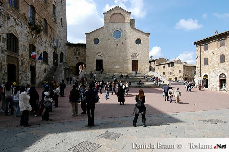 Piazza del Duomo a San Gimignano - Siena