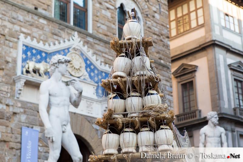 Carro dei Fiaschi nel centro di Firenze