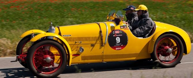 Mille Miglia - la gara automobilistica con macchine d'epoca