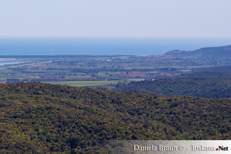 Vista da Vetulonia su Castiglione della Pescaia, la padule ed il mare