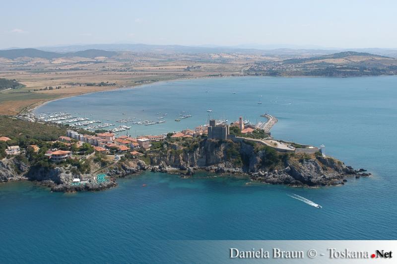 Blick auf Talamone und seinen Hafen Maremma Toskana