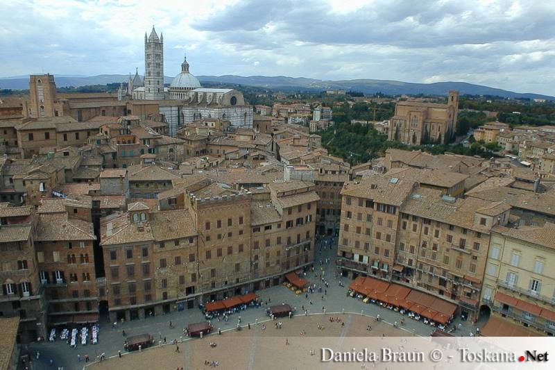 Blick vom Torre del Mangia auf die Piazza del Campo