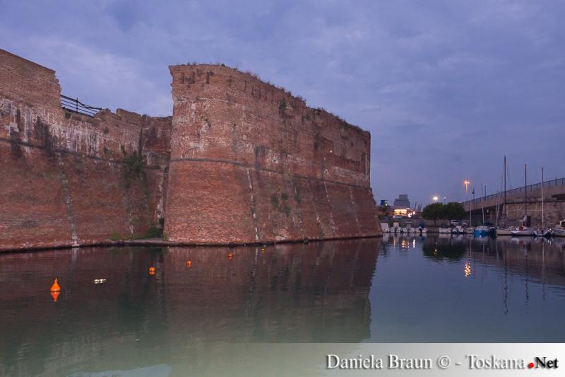 Das Hafenbecken La Darsena Livorno