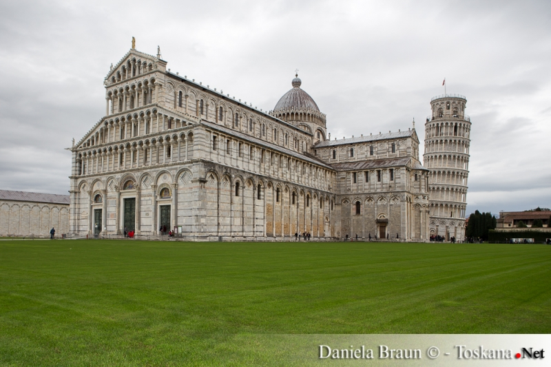 Piazza dei Miracoli vor dem Schiefen Turm in  Pisa