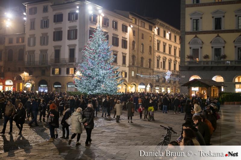 Weihnachtsbaum auf dem Domplatz in Florenz