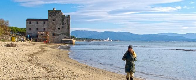 Winterspaziergang am Meer der Maremma Toskana