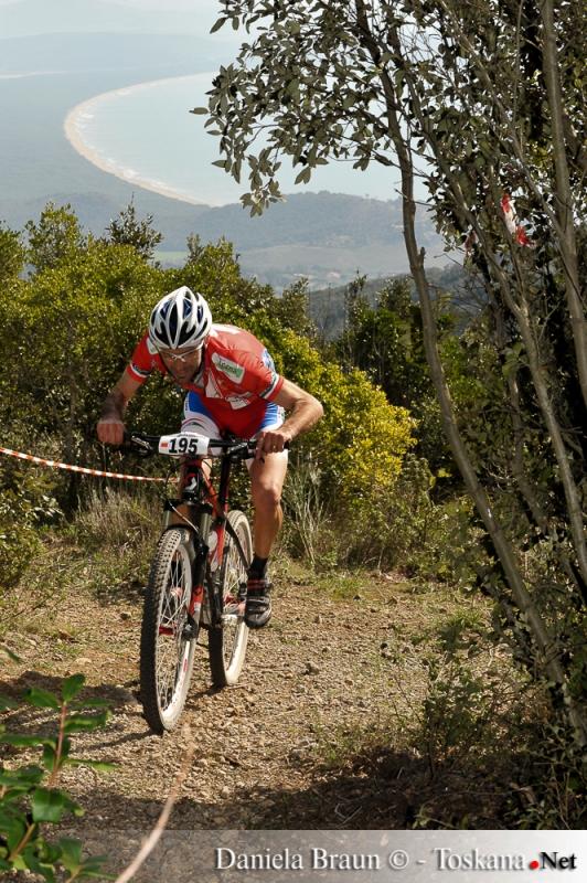 Mountainbike mit Blick auf die Argentario-Küste Toskana