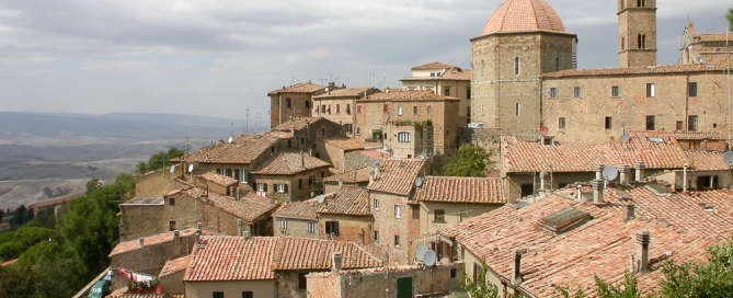 Blick auf die Stadt Volterra - Pisa Toskana