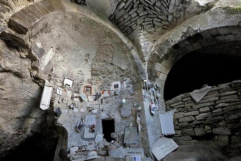 Grotte San Mamiliano auf Montecristo