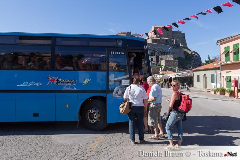 Die Inselbusse - Verbindung von Giglio Porto nach Giglio Castello und Campese, Insel Giglio Provinz Grosseto toskanischer Archipel Toskana