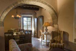 Appartamenti borgo di pietrafitta chianti castellina - Arco tra cucina e salotto ...