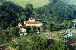 Farmstay with swimming pool and apartments near Volterra Tuscany