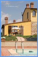 Agriturismo Zoccolino - Apartments on organic working farm near Volterra Tuscany