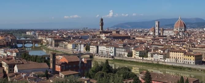 Blick vom Piazzale Michelangelo auf Florenz und den Arno