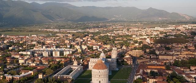 Blick auf die Piazza dei Miracoli in Pisa